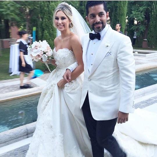 O româncă s-a căsătorit cu unul dintre cei mai bogaţi bărbaţi din lume: e tânăr, frumos şi numai ceasurile lui pot cumpăra o ţară