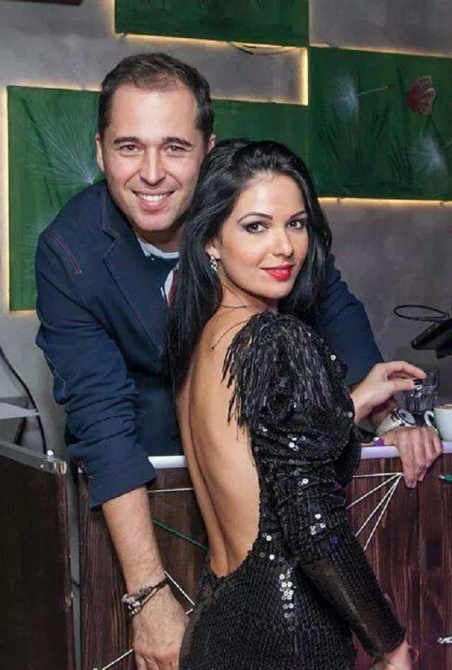 VIDEO / Deea Maxer, atrasă de soţul ei la o petrecere de