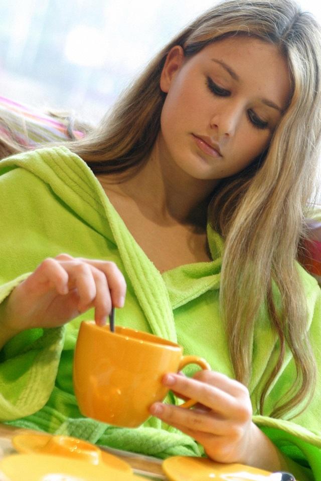 Dieta cu Apa Calda si Lamaie - Avantaje si Dezavantaje