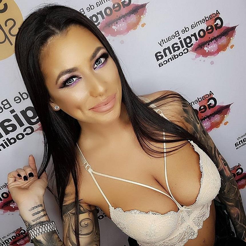 Roxana Vancea, interzis de sexy pe internet! Vedeta apare