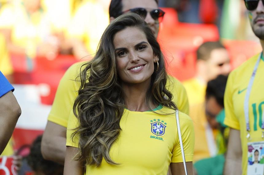 Foto / Cel mai sexy model brazilian, în tribune, la meci. Le-a arătat  posteriorul tuturor suporterilor | Showbiz international | Spynews.RO