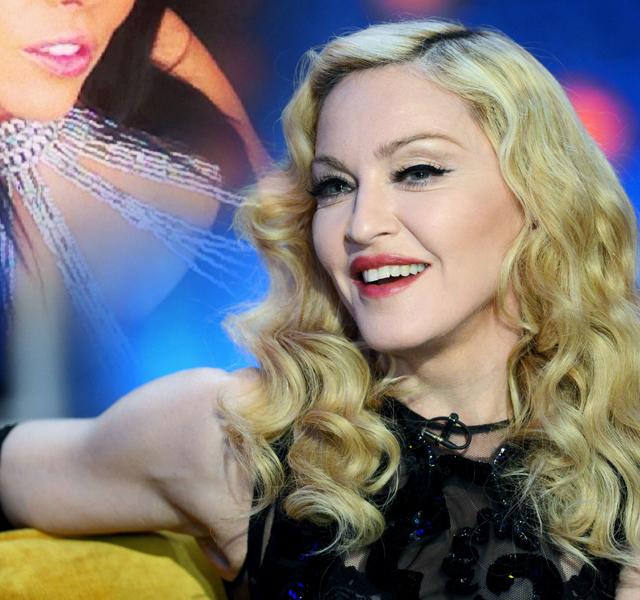 A luat-o pe urmele Madonnei! O vedetă de la noi își schimbă religia ca să aibă... noroc în DRAGOSTE